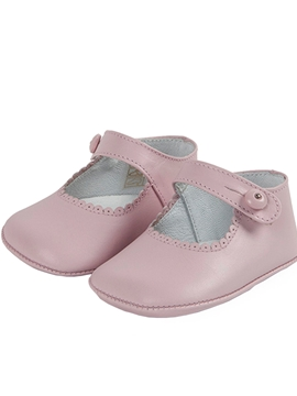 Baby leather shoes in pastel pink
